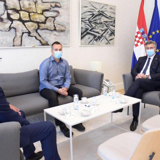 Plenković primio ozlijeđenog policajca
