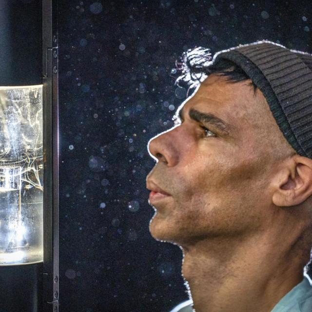 Umjetnik Wayne Binitie i njegova skulptura
