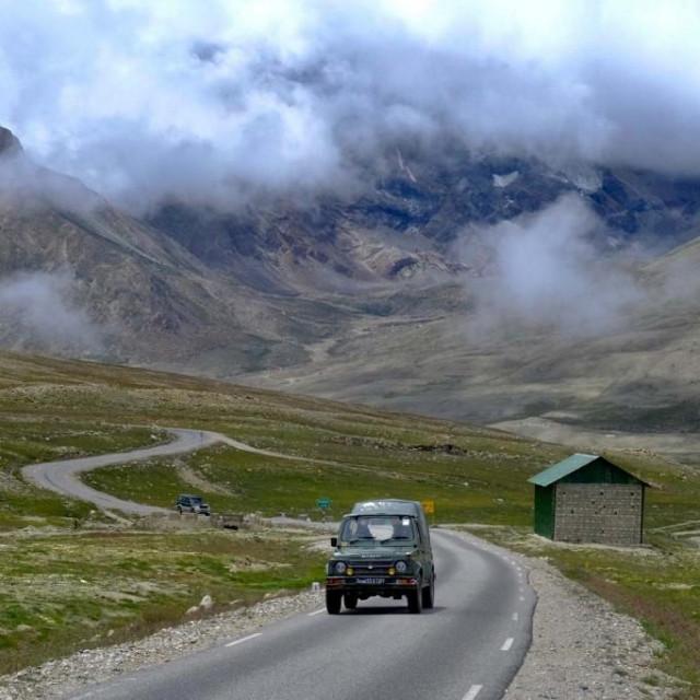 Indijska vojska patrolira duž granice