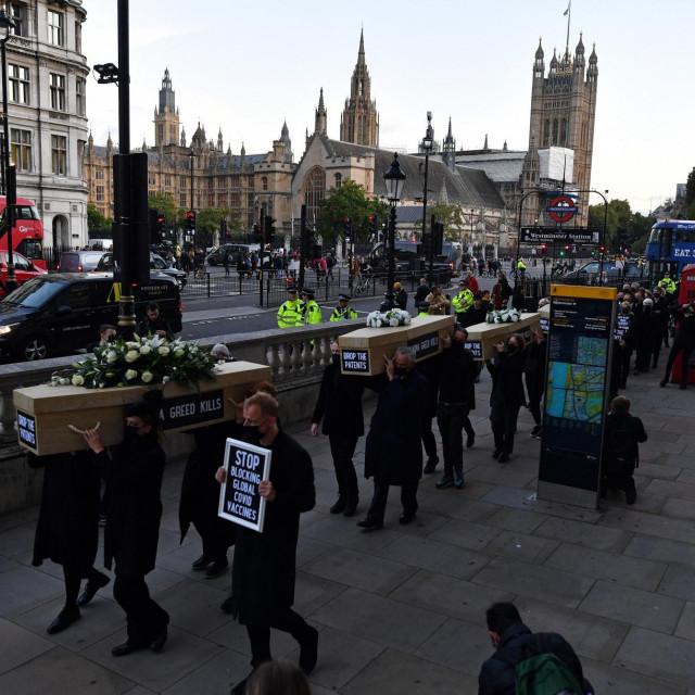 'Pogreb' u Londonu