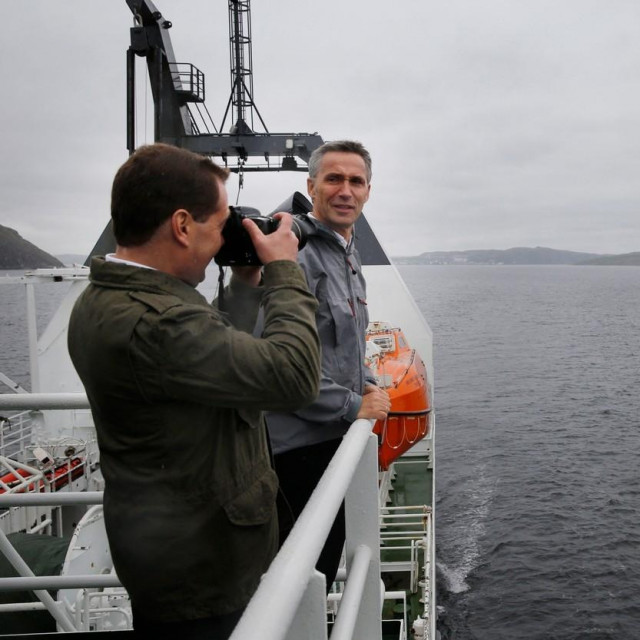 Dmitrij Medvedev i Jens Stoltenberg