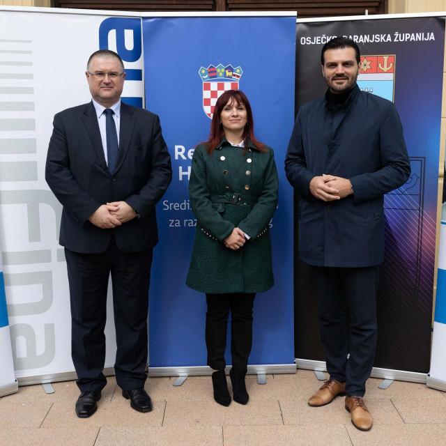 Državni tajnik Bernard Gršić, Andrea Kajtaz FINA, zamjenik gradonačelnika Osijeka Dragan Vulin
