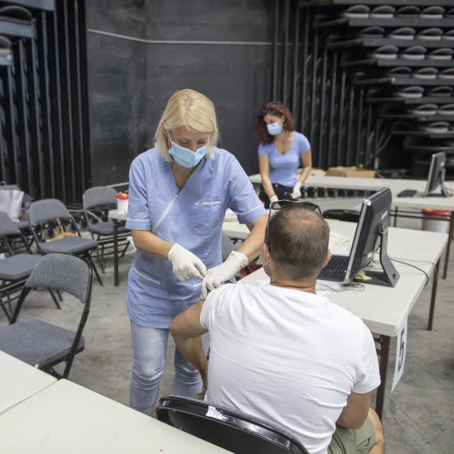 Cijepljenje protiv covida-19 u Splitu