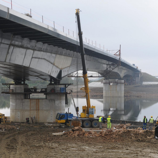 Spajanje mosta Gradiška preko Save
