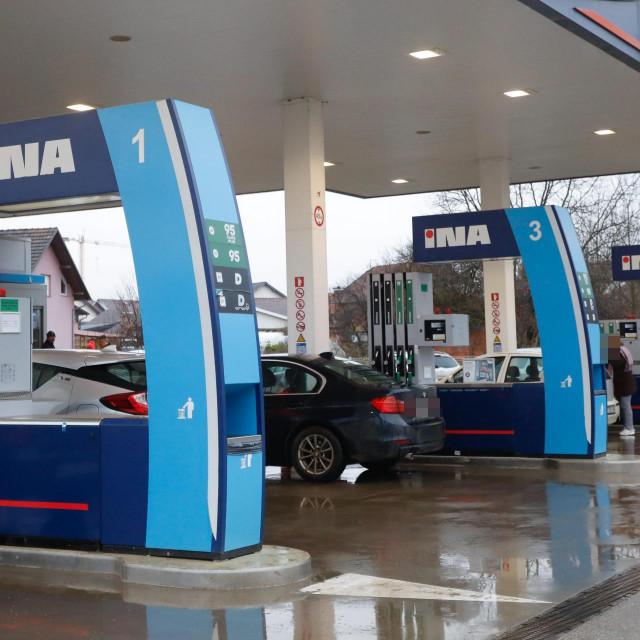 Ilustracija, Inina benzinska crpka