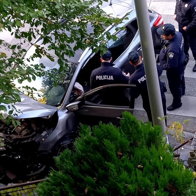 Vozač se zabio u zid u ulici Nad lipom