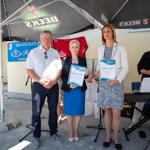 Isporuka kombija za Glazbenu školu Frana Lhotke i informatičke opreme za Udrugu slijepih SMŽ