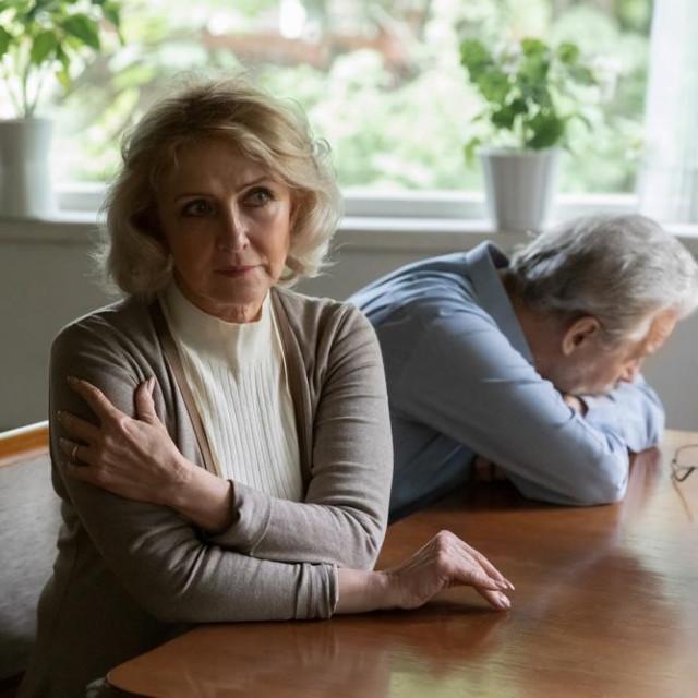 Lornina briga postala je poput uspinjače koju je njezin osobni pogon sve teže vukao.