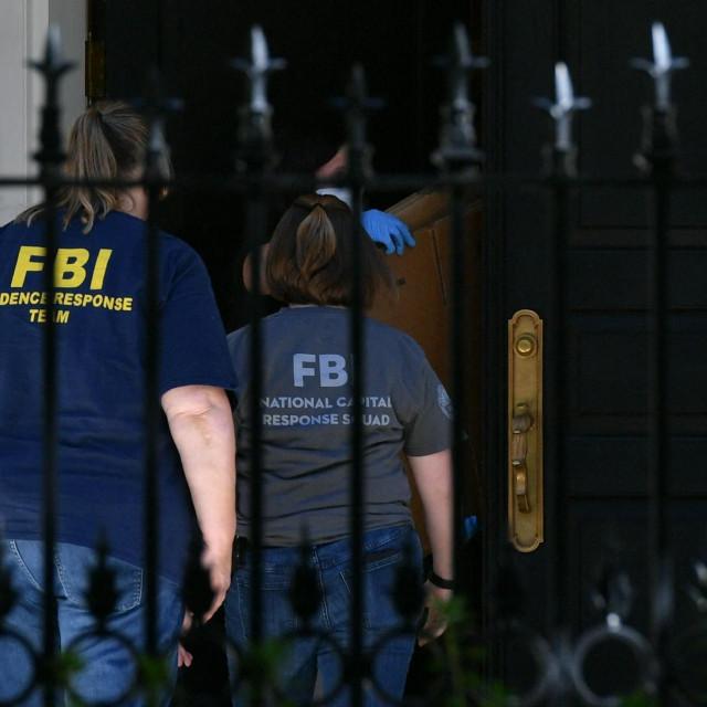 FBI ispred kuće ruskog oligarha Olega Deripaske u Washingtonu