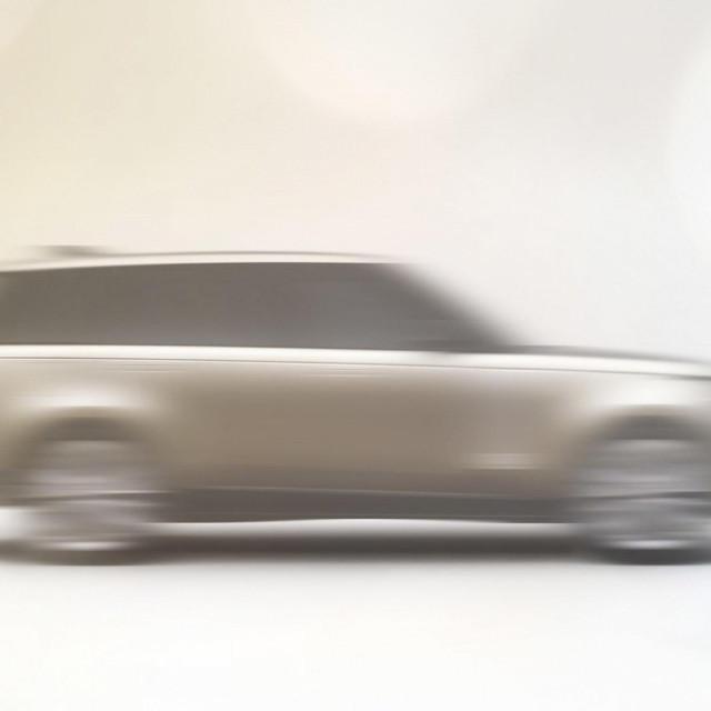 Teaser Range Rover