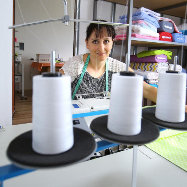 'Najviše naših proizvoda ide put Splita, Knina, Ražanca i okolnih mjesta, a većinom koristimo domaće pamučne materijale', kaže 37-godišnja Sanja