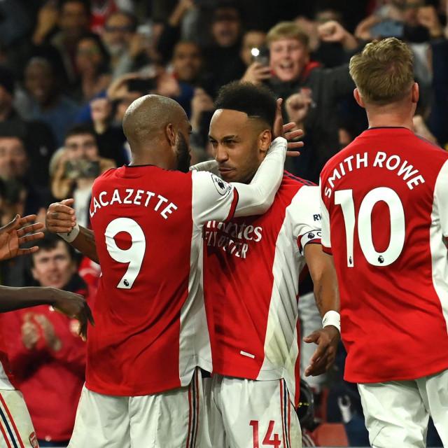 Slavlje nogometaša Arsenala