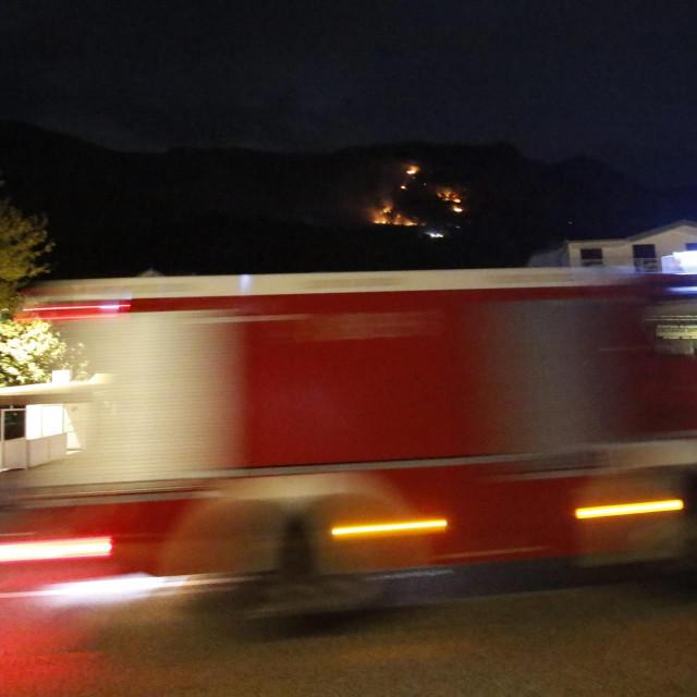 Vatrogaci idu na intervenciju / ilustracija