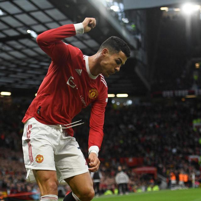 Ronaldo nasrće na Jonesa