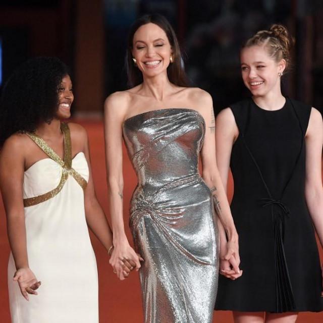 Angelina Jolie s kćerima Zaharom i Shiloh