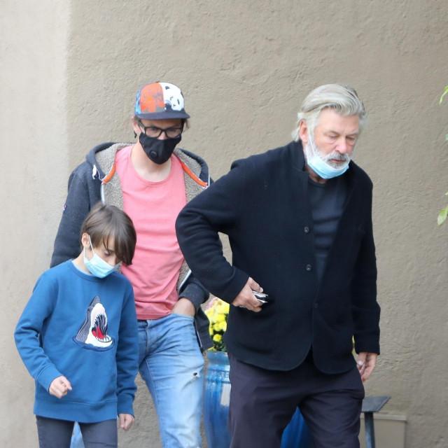 Alec Baldwin u Santa Feu sa Mattom, suprugom pokojne Halyne Hutchins i njihovim 9-godišnjim sinom.