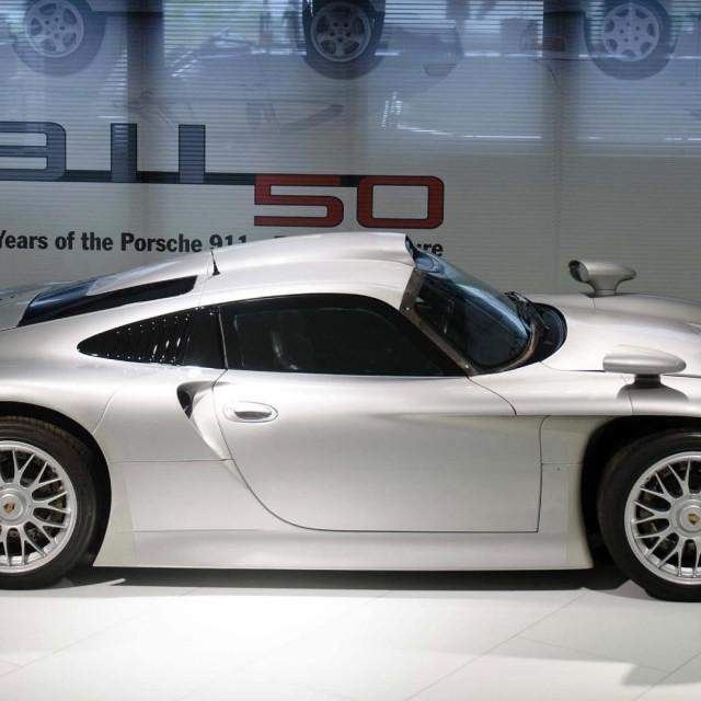 1998. Porsche 911 GT1 Strassenversion