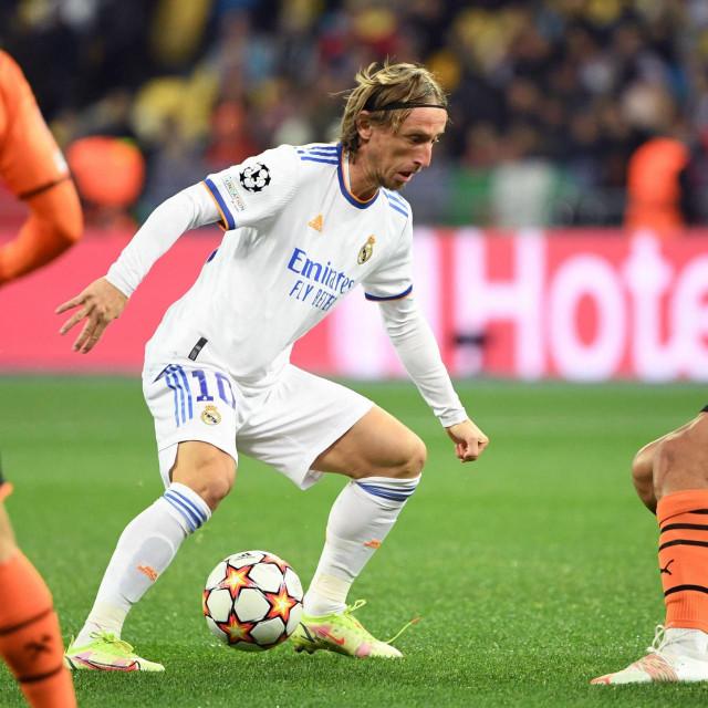 Luka Modrić na utakmici sa Šahtarom
